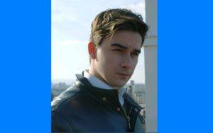 Igor Besermenji na plavoj pozadini 2