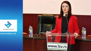 Ana Pataki za govornicom